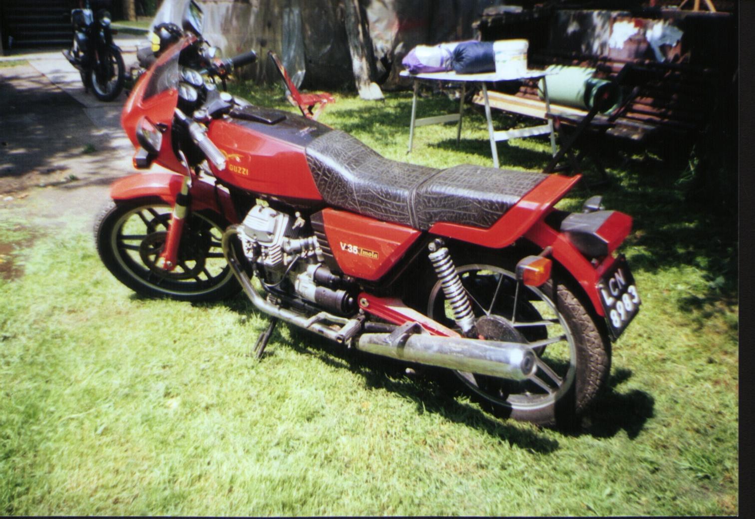 Moto Guzzi V35 - 02.JPG