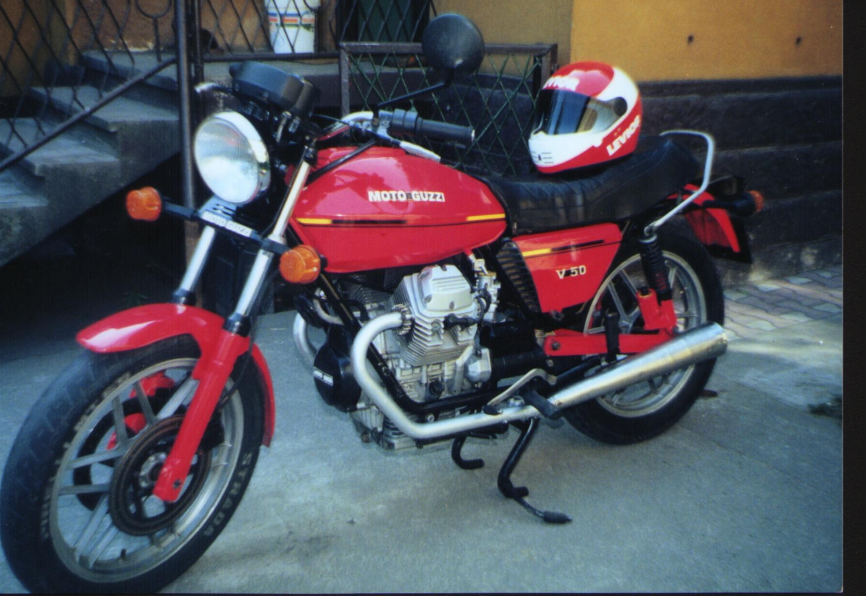 Moto Guzzi V50 - 04.JPG